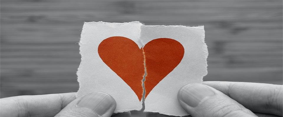 Ο έρωτας με ένα τυχαίο βλέμμα, με ένα τυχαίο χαμόγελο, με μία τυχαία ατάκα.